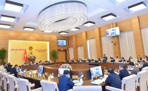 Thông qua Nghị quyết ban hành quy chế hướng dẫn hoạt động HĐND