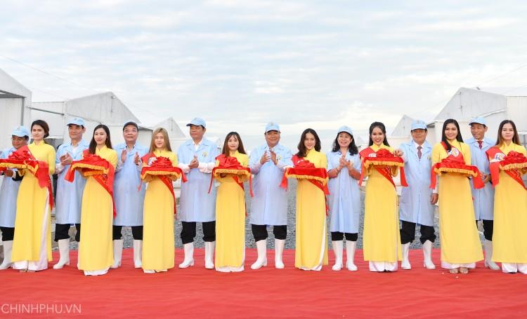 Thủ tướng dự khánh thành khu sản xuất cá tra giống trên sông Tiền