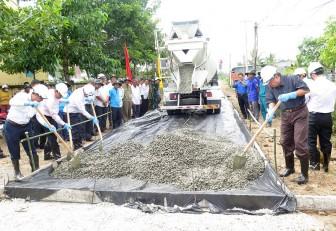 Phát động phong trào xây dựng giao thông nông thôn và Ngày Chủ nhật nông thôn mới