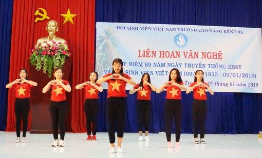 Liên hoan văn nghệ kỷ niệm Ngày truyền thống học sinh, sinh viên Việt Nam