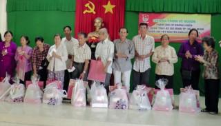 Về nguồn và tặng 62 phần quà cho gia đình có công ở huyện Châu Thành