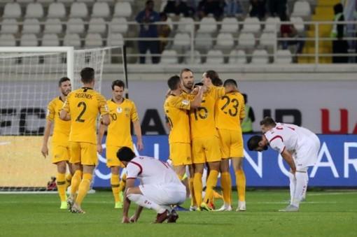 Australia giành vé vòng 1/8