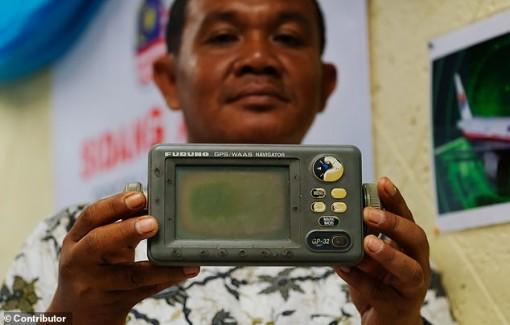 """Ngư dân Indonesia nhìn thấy máy bay MH370 rơi như """"diều đứt dây"""""""