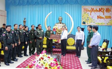 Tỉnh ủy tiếp đoàn Cục Phát triển quân đội Hoàng gia Campuchia