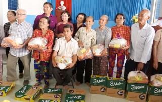 10 ngàn phần quà Tết cho người nghèo, nạn nhân da cam