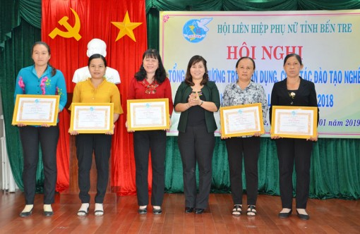 Hỗ trợ phụ nữ phát triển kinh tế bằng dự án tín dụng