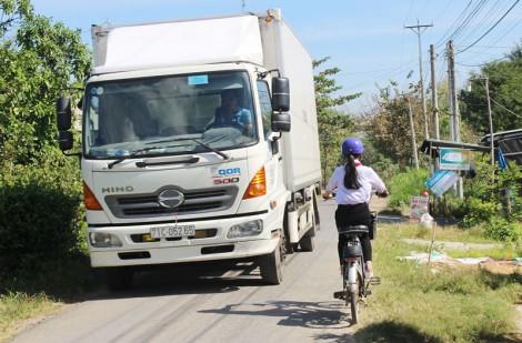 Ngăn chặn xe chở hàng quá trọng tải lưu thông trên đường Ao Vuông