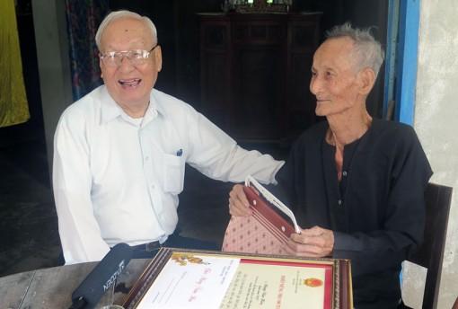 Trao thiếp mừng thọ của Chủ tịch nước cho 75 công dân tròn 100 tuổi