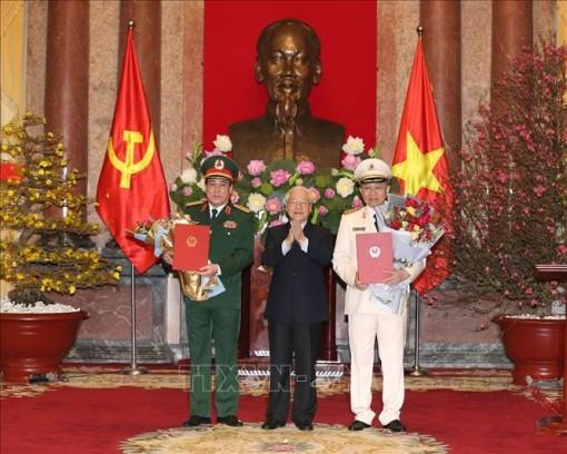 Tổng Bí thư, Chủ tịch nước Nguyễn Phú Trọng trao quyết định phong hàm 2 Đại tướng