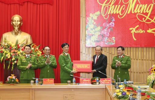 Phó thủ tướng Thường trực thăm, chúc Tết các đơn vị thuộc Bộ Công an