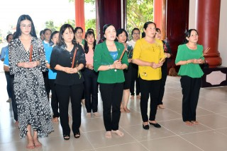 Hội Liên hiệp Phụ nữ tỉnh viếng thăm, thắp hương tại Đền thờ Nữ tướng Nguyễn Thị Định