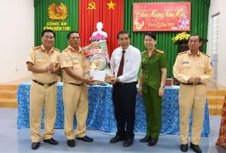 Chủ tịch UBND tỉnh Cao Văn Trọng thăm các đơn vị trực Tết