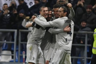 Ronaldo toả sáng, Juventus thắng dễ Sasuolo