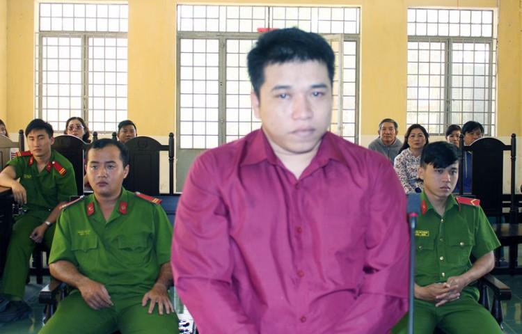 Cướp giật tài sản, bị phạt 3 năm tù