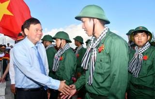 Toàn tỉnh đồng loạt tổ chức lễ bàn giao 1.300 công dân nhập ngũ