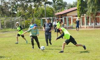 Chuyên gia bóng đá nước ngoài tổ chức lớp tập huấn tại Bến Tre