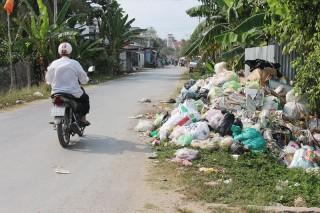 Sớm giải quyết đống rác ở gần chợ Thành Triệu