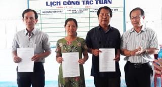 Trao quyết định bổ nhiệm Ban Giám đốc Trung tâm Văn hóa - Thể thao và Truyền thanh huyện Giồng Trôm