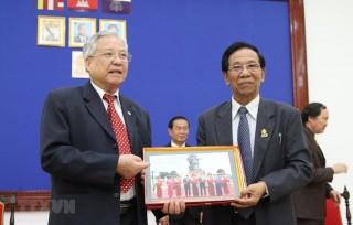 Đoàn đại biểu cựu quân tình nguyện Việt Nam làm việc tại Campuchia
