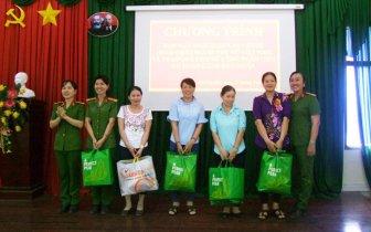 Hoạt động hướng về phụ nữ và trẻ em nghèo