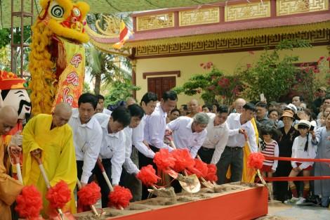 Chùa Vạn Phước tổ chức lễ đặt đá khởi công xây dựng tượng Bồ Tát Quan Thế Âm