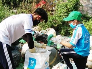 Hành động đẹp của học sinh Trường THPT Trần Văn Kiết