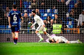 Vòng 29 La Liga: Benzema giúp Real Madrid đánh bại Huesca