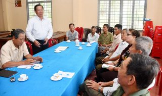 Chủ tịch HĐND tỉnh Phan Văn Mãi tiếp công dân tại Thuận Điền