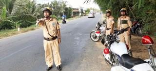 Người cảnh sát giao thông tận tụy với công việc