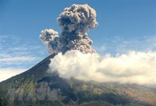 Indonesia: Núi lửa trên hòn đảo du lịch Bali lại thức giấc