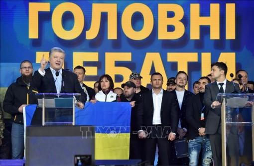 Cử tri Ukraine đi bầu cử tổng thống vòng hai