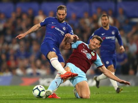Vòng 35 Ngoại hạng Anh: Burnley cầm hòa chủ nhà Chelsea 2-2