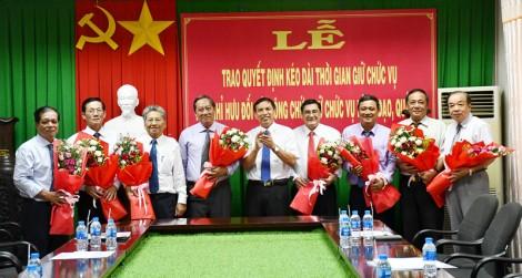 Trao quyết định kéo dài thời gian, về hưu đối với 8 công chức lãnh đạo, quản lý tỉnh