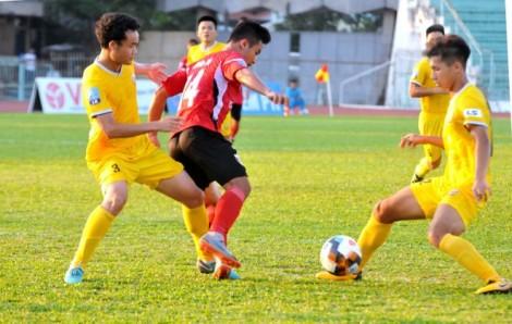 Hà Tĩnh FC đánh rơi chiến thắng ở trận cầu 2 thẻ đỏ, 6 bàn thắng