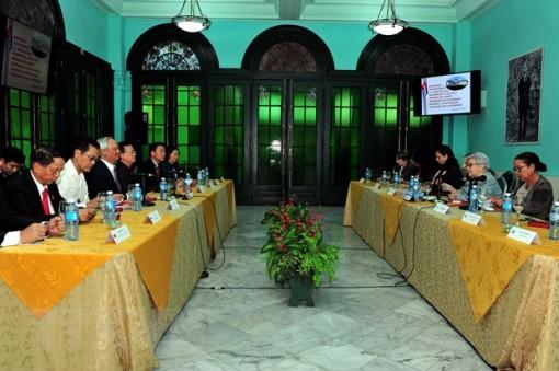Việt Nam - Cuba trao đổi kinh nghiệm về soạn thảo chính sách và giám sát hoạt động kinh tế