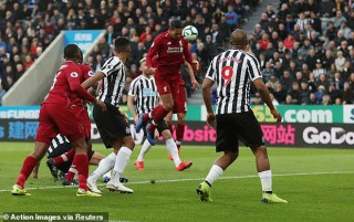 Vòng 37 Ngoại hạng Anh: Liverpool thắng trên sân khách Newcastle 3-2