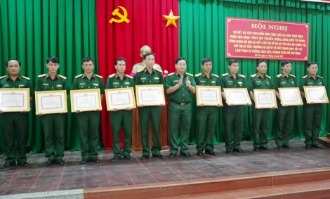 Đảng uỷ Quân sự tỉnh biểu dương điển hình tiên tiến học tập và làm theo gương Bác