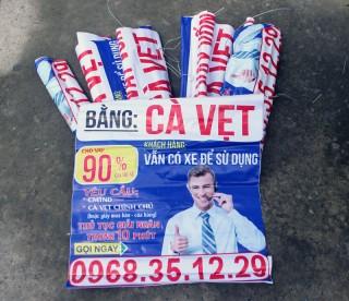 Công an xã Mỹ Thạnh An tháo gỡ nhiều tờ quảng cáo cho vay trái phép