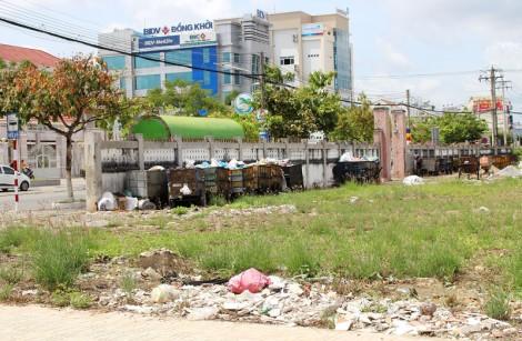 Điểm tập trung xe thu gom rác gây ô nhiễm môi trường