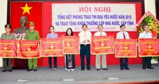 Trường Tiểu học Bến Tre đón nhận Huân chương Lao động hạng Nhất