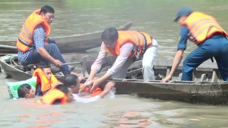 Giồng Trôm diễn tập phòng chống thiên tai và tìm kiếm cứu nạn tại xã Tân Hào