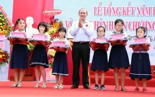 Trường Tiểu học Bến Tre tổng kết năm học và đón nhận Huân chương Lao động hạng Nhất