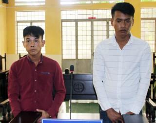 Cướp giật túi xách người bán vé số, 2 bị cáo lãnh án tù