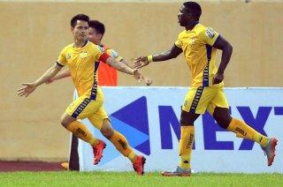 Vòng 12 V.League: Đinh Tiến Thành tỏa sáng giúp Thanh Hóa FC thắng Nam Định 3-2