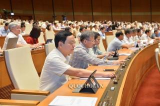 Quốc hội biểu quyết thông qua Luật Đầu tư công (sửa đổi)