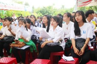 600 lao động, học sinh tham gia phiên giao dịch việc làm