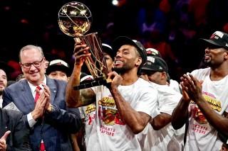 """Chức vô địch NBA đã """"bị"""" mang ra khỏi nước Mỹ lần đầu tiên"""