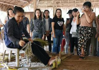 Giới thiệu các sản phẩm du lịch mới trải nghiệm vườn dừa Bến Tre