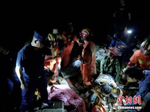 Động đất tại Trung Quốc, số người chết không ngừng gia tăng