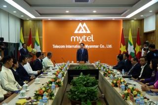 Phó thủ tướng Vương Đình Huệ thăm Đại sứ quán Việt Nam tại Myanma
